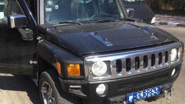 Стрийського бізнесмена затримали на Hummer з підробленими дипномерами
