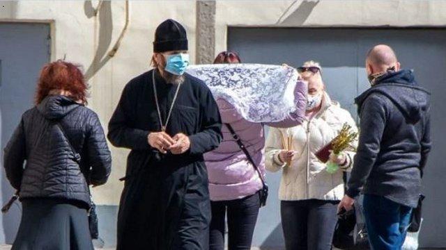 Мер Дніпра пригрозив церквам відключити світло і воду за порушення карантину