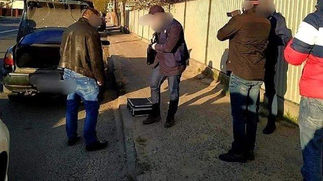 СБУ та ДБР затримали на хабарі посадовця львівської виправної колонії