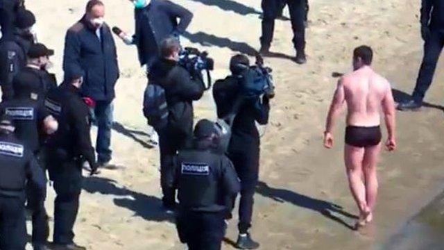 Поліція не знайшла свідків запливу через Дніпро, який бачила вся країна