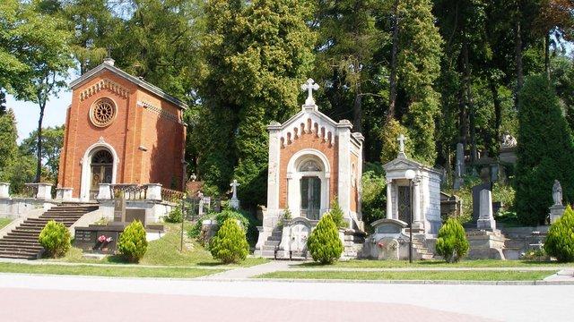 Львів'ян закликають не відвідувати кладовища під час Великодніх свят