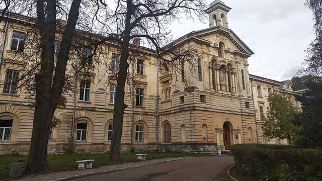 Львівська облрада готує на продаж шість лікарняних будівель