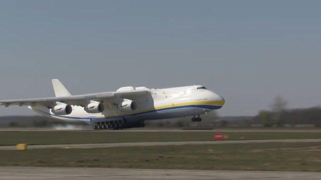 Найбільший транспортний літак «Мрія» привіз в Україну медичний вантаж з Китаю