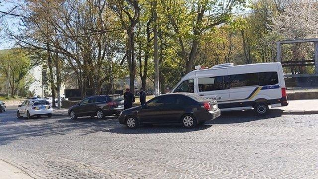 Автомобіль львівського волонтера обстріляли з невстановленої зброї