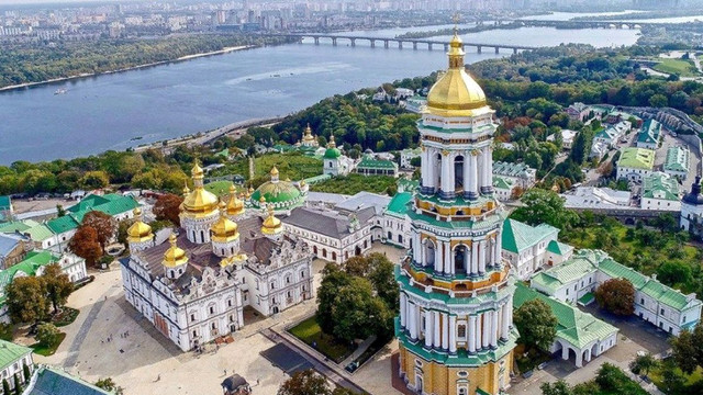 Росія хоче передати «гумконвой» для хворих на Covid-19 в Києво-Печерській лаврі