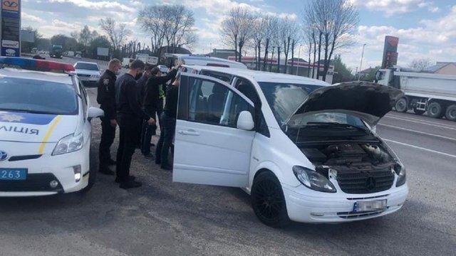 Біля Львова зупинили водія мікроавтобуса під впливом наркотиків