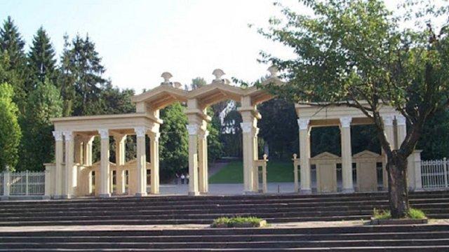 Центральний вхід парку культури та відпочинку у Львові відреставрують за майже 2 млн грн