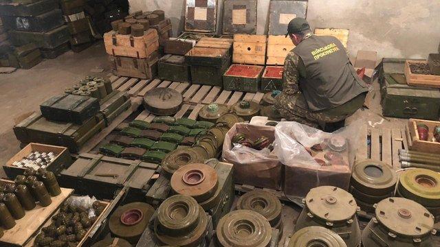 Поліцію і прокуратуру викрили на брехні про виявлення великого складу зброї на Донеччині