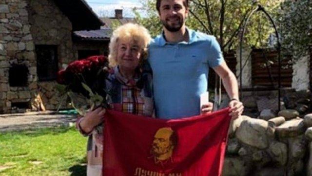 21-річний футболіст «Карпат» вибачився за фото з червоним прапором