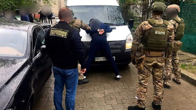 У Львові шахраї масово виготовляли фальшиві iPhone
