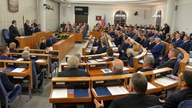 Сенат Польщі відмовився від ідеї проведення виборів президента поштою