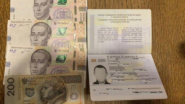 28-річний українець, який ухилявся від сплати аліментів, намагався потрапити до  Польщі за хабар