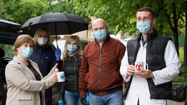 Львівська фірма зробила подарунки усім працівникам інфекційної лікарні