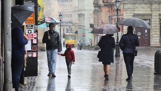 З наступного тижня на Україну чекають потепління та грози