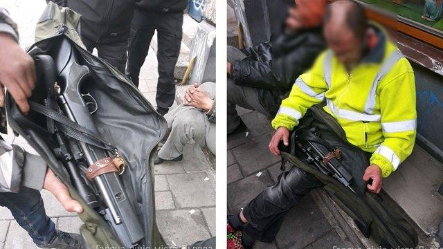 Муніципали затримали у центрі Львова безпритульного з гвинтівкою
