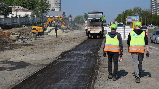 На вул. Хуторівка у Львові починають стелити асфальт