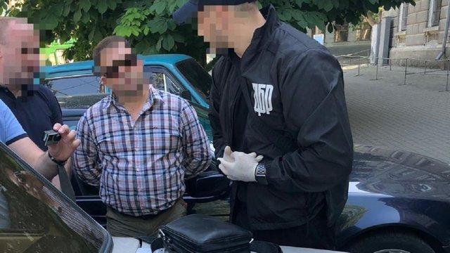 На Миколаївщині підполковник СБУ вимагав у вигляді хабара 10 тонн зерна