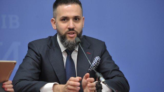 Звільнений екс-голова митної служби просить суд поновити його на посаді