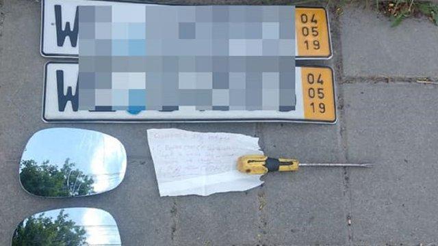 Львівські патрульні затримали серійного крадія автомобільних номерів
