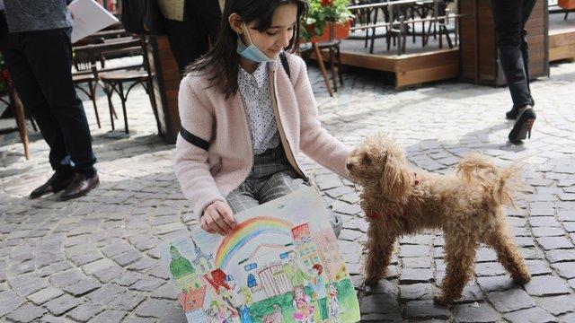 Вихованці мистецьких шкіл Львова зібрали на благодійність 3 тис. доларів за продаж малюнків
