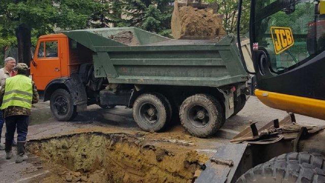 До кінця місяця для транспорту перекрили частину вул. Рудницького