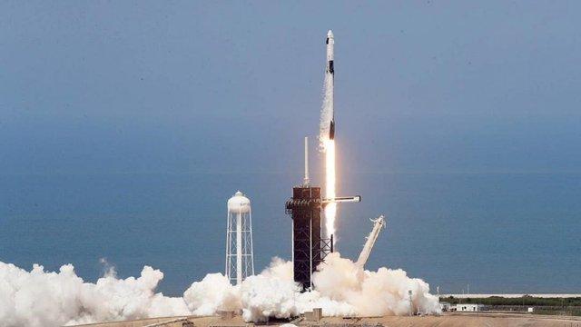 Компанія SpaceX успішно запустила Crew Dragon з астронавтами на МКС