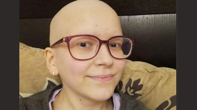 Рідні 17-річної Марії Ковальової просять допомогти врятувати їй ногу