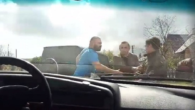 У селі біля Львова війт побився з водієм через перевищення швидкості