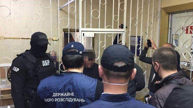 Семеро поліцейських з Павлограда створили банду і змушували людей продавати наркотики