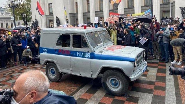Міліцейський «бобік» з мітингу проти Авакова виставили на аукціон