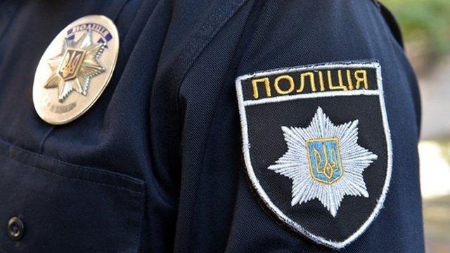 У Тернополі троє поліцейських побили чоловіка, який повідомив поліції про бійку