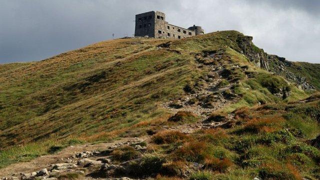 На горі Піп Іван у Карпатах розпочали спорудження Хресної дороги