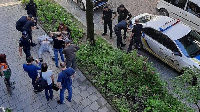 Поблизу львівського цирку поліція затримала п'яного 28-річного хулігана