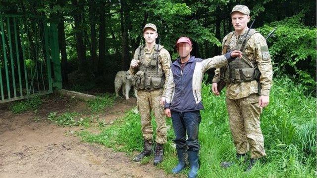 Румунський пастух з отарою овець випадково перейшов в Україну