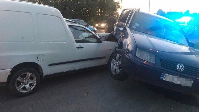 Троє людей постраждали внаслідок зіткнення автомобілів у Кам'янці-Бузькій