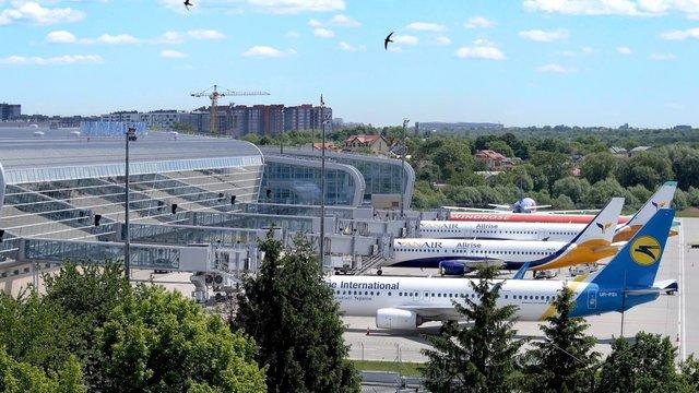 Дві авіакомпанії скасували авіарейси до Львова після карантину