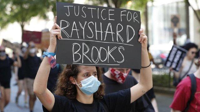 В Атланті спалахнули нові протести через застреленого поліцейським афроамериканця