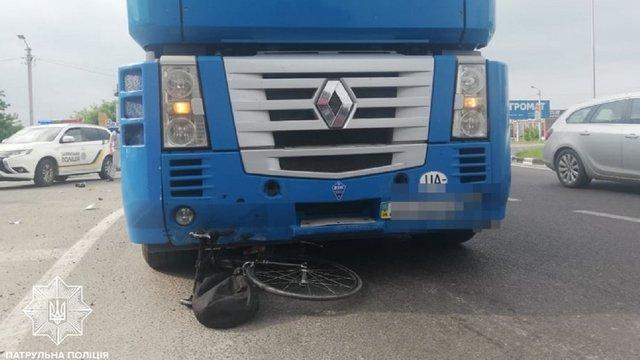 На в'їзді до Львова вантажівка збила 60-річного велосипедиста