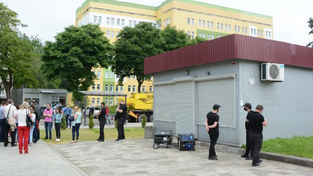 На вул. Пасічній почали демонтаж незаконного МАФу