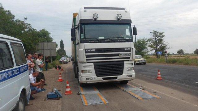 Поліції та СБУ доручили контролювати габаритно-вагові обмеження на дорогах