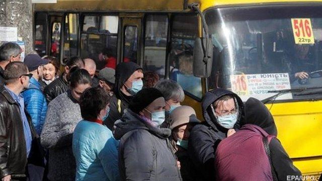Лише 10% українців залишились вдома після першого послаблення карантину