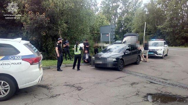 На трасі Львів-Шегині поліцейські затримали авто з чотирма нелегалами