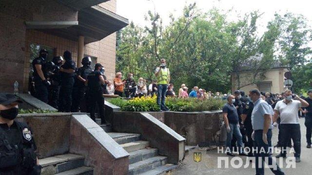У Харкові мітингувальники не пускали пацієнта з підозрою на Covid-19 в обласний диспансер