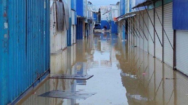 Паводок затопив у Чернівцях один з найбільших ринків України