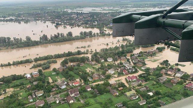 Зеленський пообіцяв відновити житло усім постраждалим від повеней