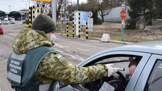 Кабмін скасував обов'язкову ізоляцію для тих, хто в'їжджає в Україну