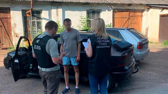 На Житомирщині колишній поліцейський продавав наркотики просто біля відділку поліції