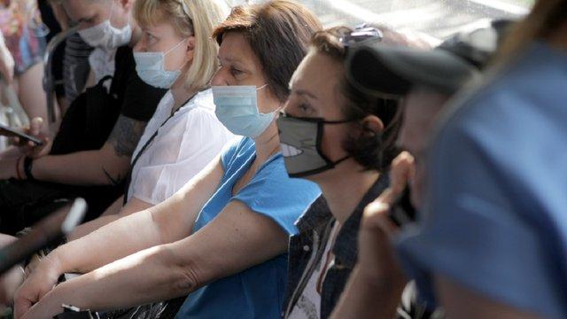 Більше третини українців вірять, що коронавірус навмисно розробили і поширили у світі