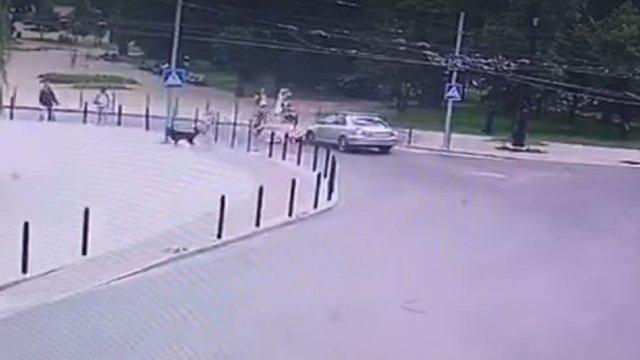 На вул. Шептицького водій Toyota збив дівчину на пішохідному переході