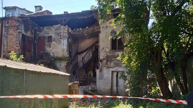 На вул. Дашкевича у Львові обвалилась закинута двоповерхова будівля